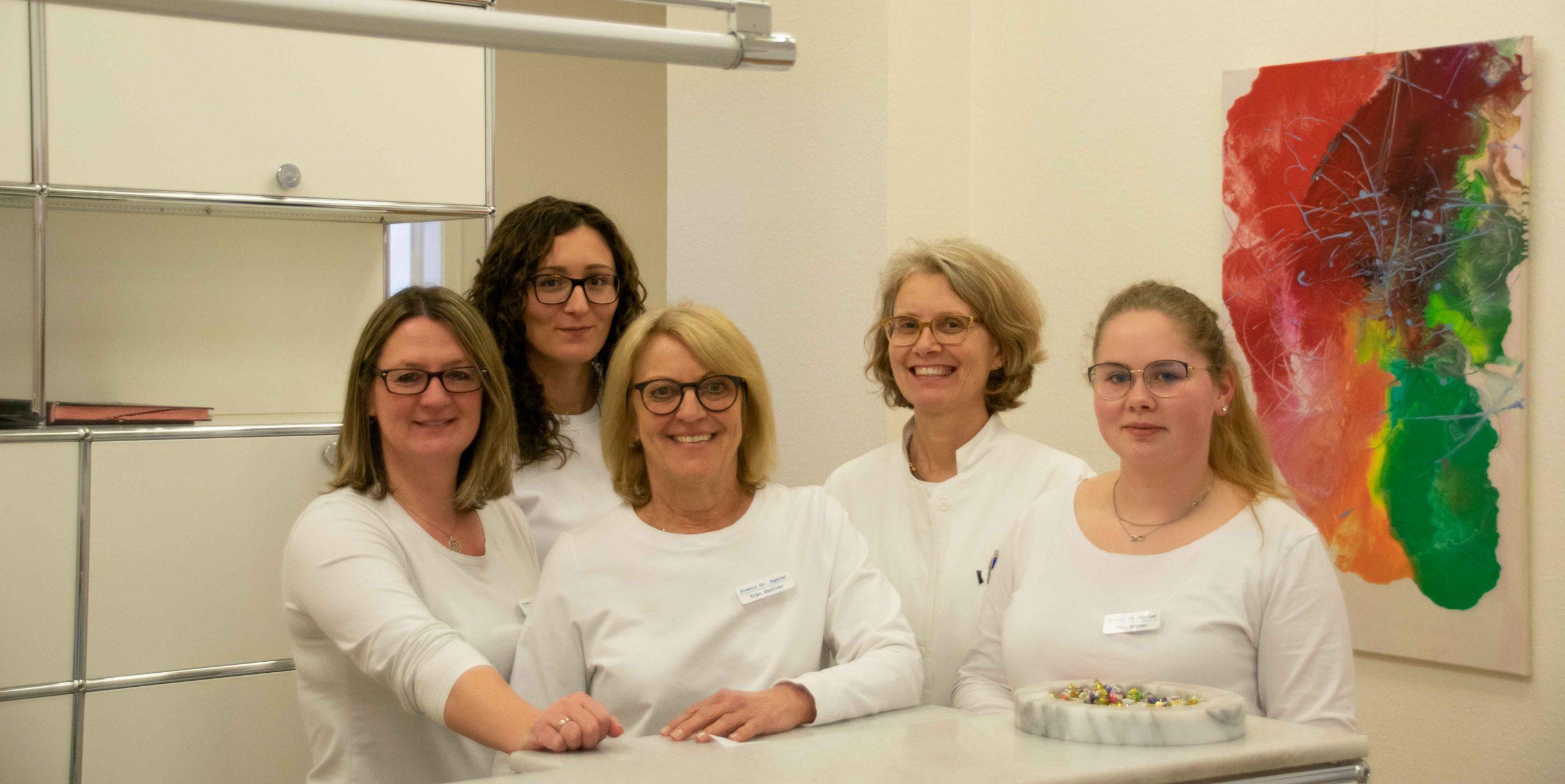 v.l.n.r.: Frau Schöneck, Frau Bullmer, Frau Gürtler, Dr. Egeler, Frau Werner